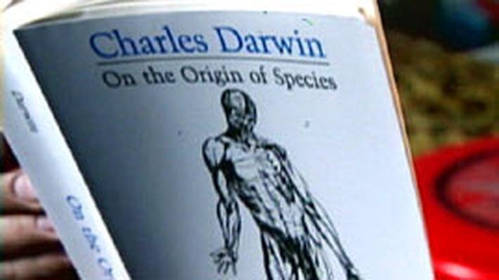explain darwin's theory of evolution essay