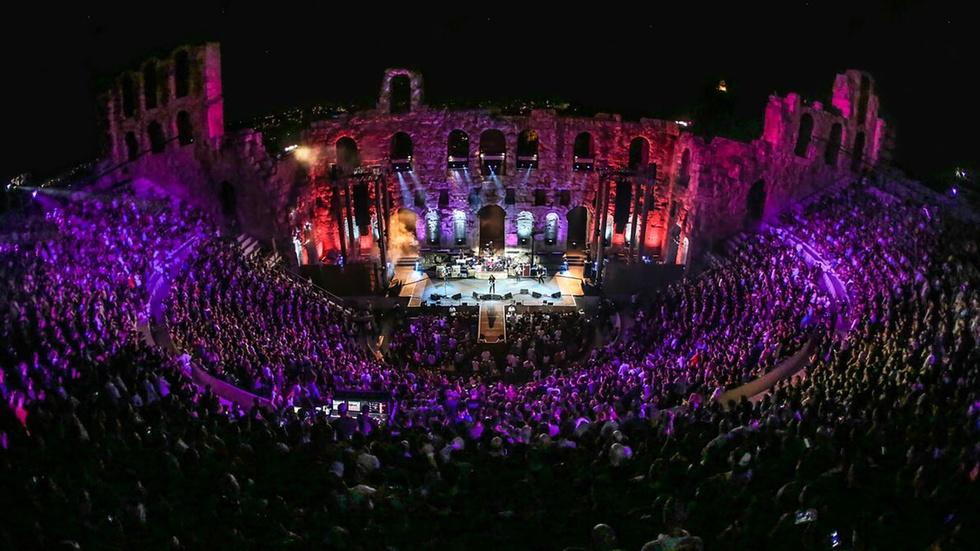 """Foo Fighters Perform """"Sunday Rain"""" at the Acropolis image"""