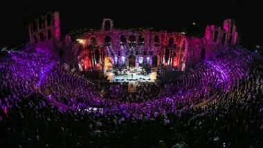 "Foo Fighters Perform ""Sunday Rain"" at the Acropolis"