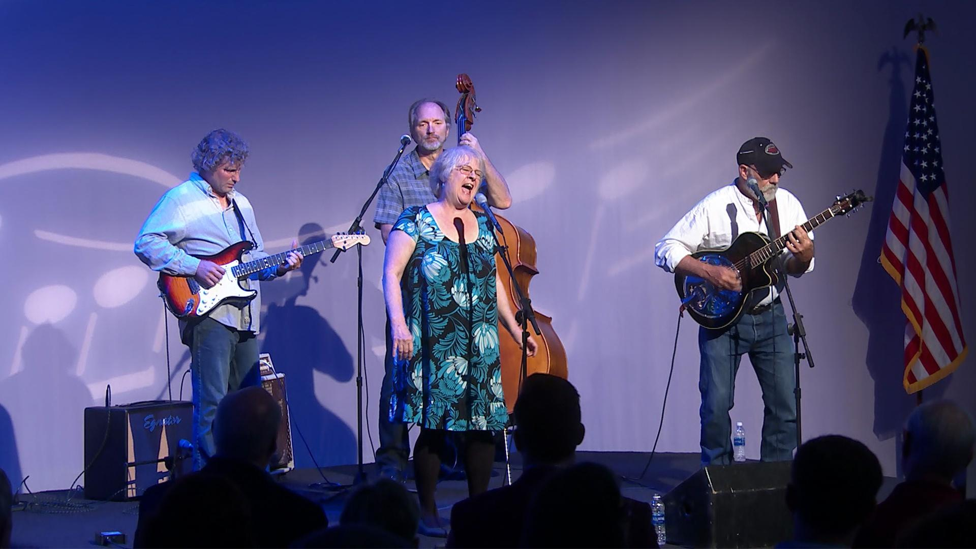 Mimi Hearn, Frank Graham, & Friends Perform Chain of Fools