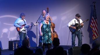 Mimi Hearn, Frank Graham, & Friends Perform Chain of Fools