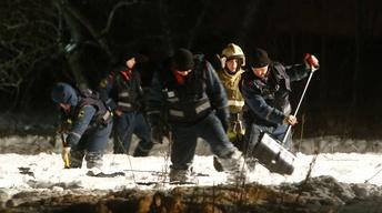 News Wrap: Investigators hunt for Russian plane crash clues