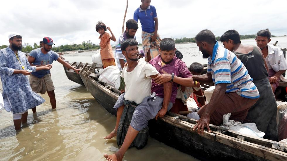 Rohingya refugees flee harrowing violence in Myanmar image