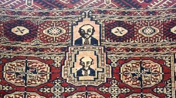 S22 Ep4: Appraisal: Turkmen Communist Figure Rug, ca. 1930