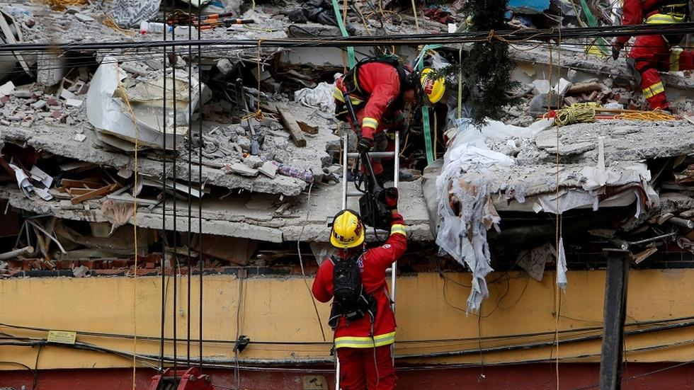 Rescue crews rush to search rubble after Mexico earthquake image