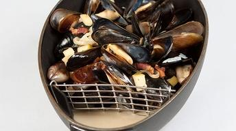 Mussels with Bacon, Shallots & Apple