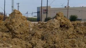 Feb. 27, 2015 | City places polluted dirt next to Food Bank