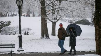 News Wrap: U.S. braces for cold after snowy Christmas