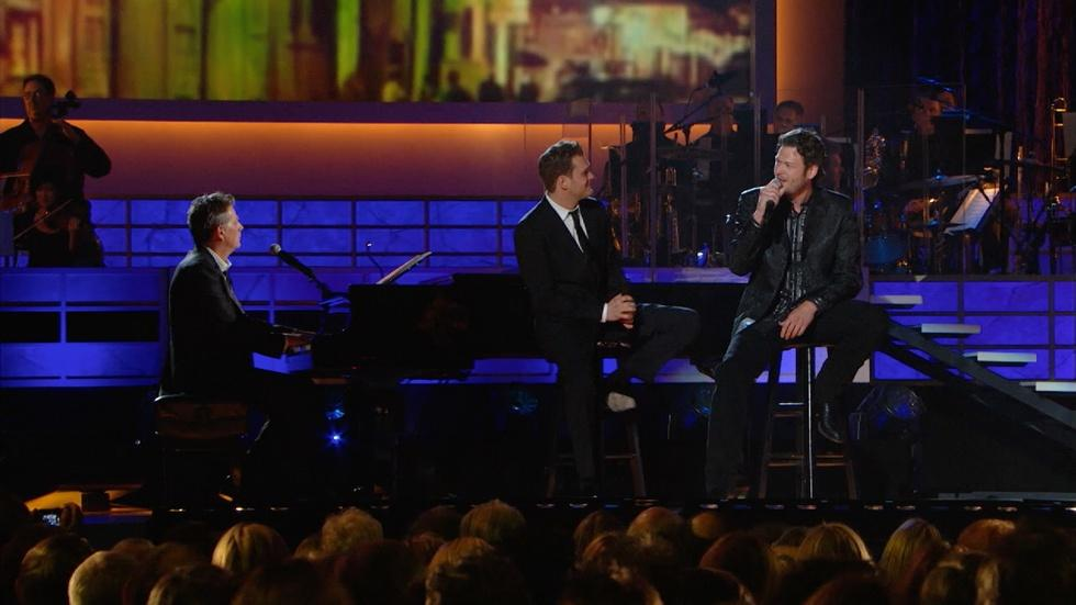 "Michael Bublé and Blake Shelton Sing ""Home"" image"