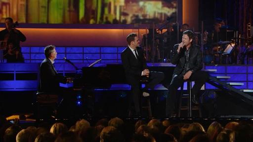 "Michael Bublé and Blake Shelton Sing ""Home"""