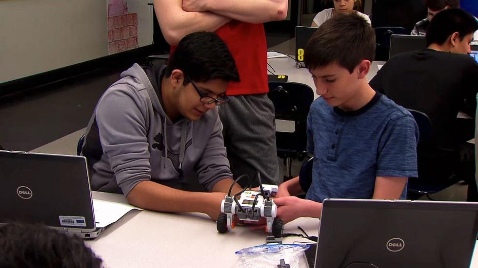 American Graduate Day 2015 | CPS' Early College STEM Schools image