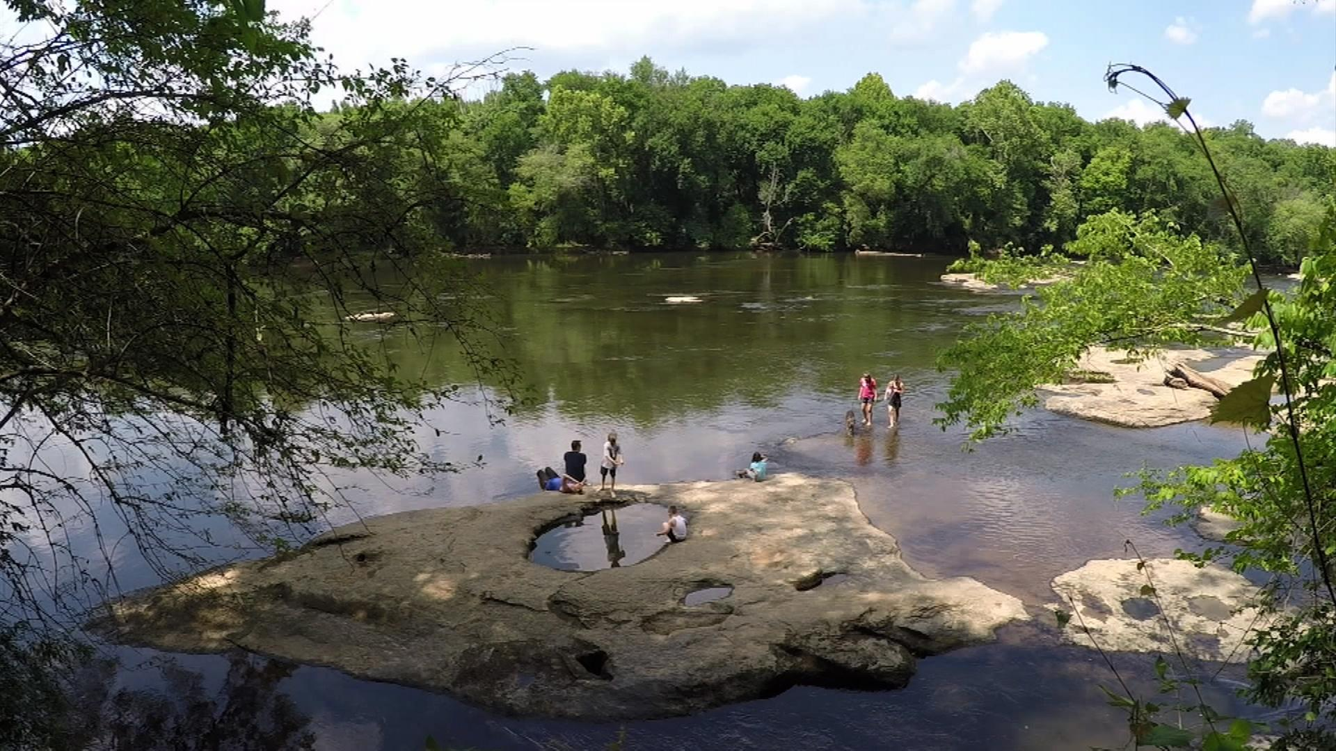 Video april 28 2016 watch nc weekend online the for Cabine sospese di rock state park nc