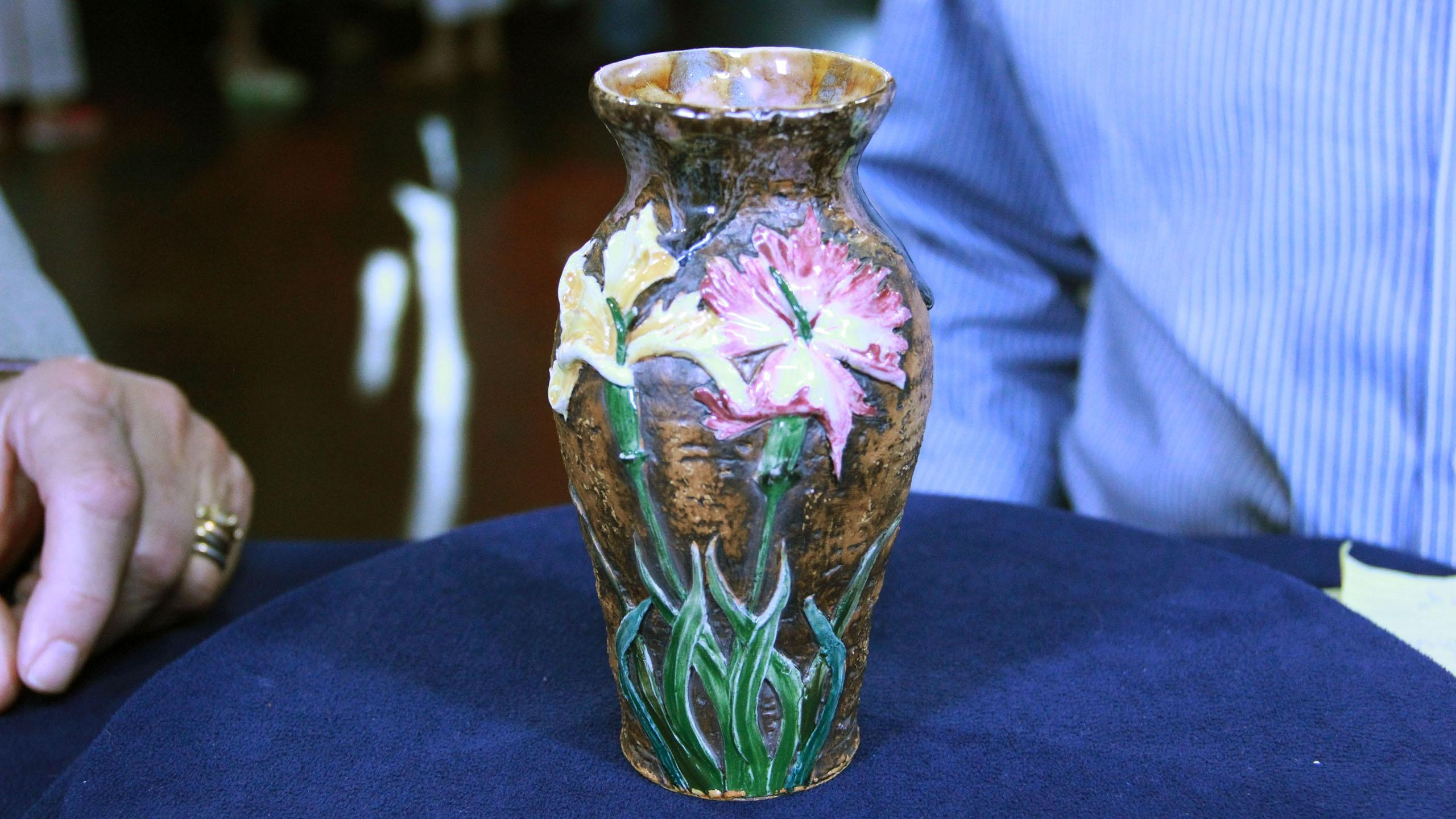 S21: Web Appraisal: Fake Tiffany Pottery Vase