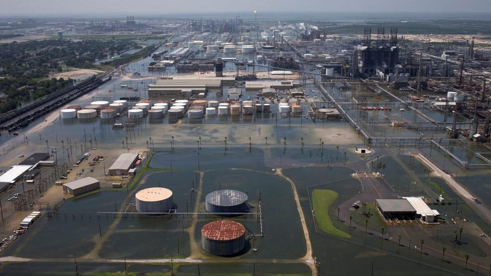 Gas prices surge after Harvey strikes refineries image