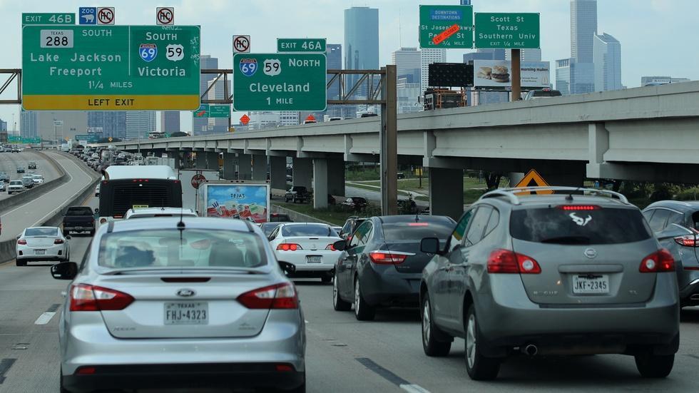 News Wrap: Houston mayor lifts 'Harvey' curfew image
