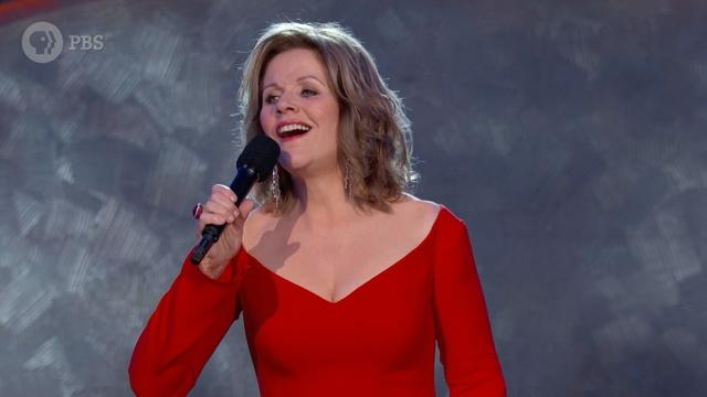 """Renée Fleming Performs """"You'll Never Walk Alone"""""""