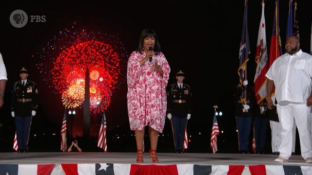 """CeCe Winans Performs """"God Bless America"""""""