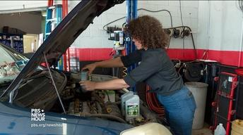 Female-operated auto shop puts women in the driver's seat