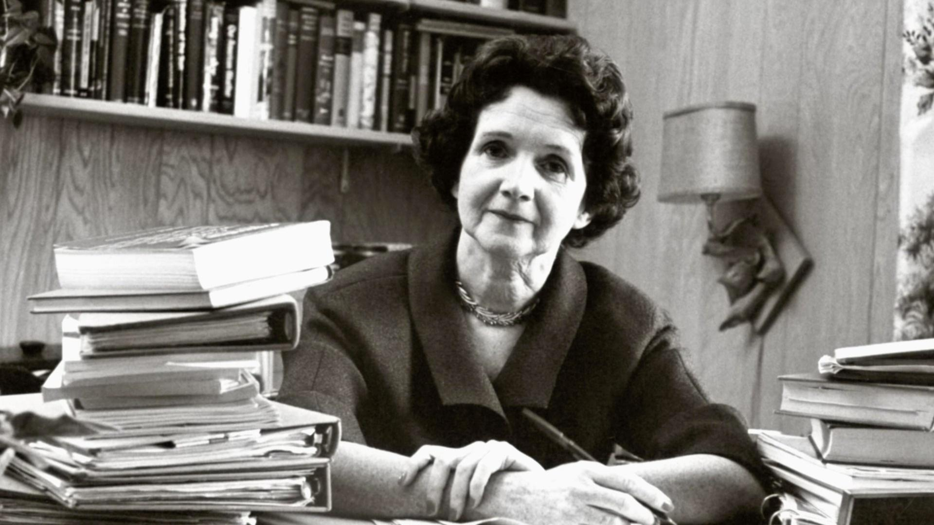 rachel carson Rachel carson (1907–1964) spent most of her professional life as a marine biologist with the us fish and wildlife service by the late 1950s, she had written three lyrical, popular books about the sea, including the best-selling the sea around us, and had become the most respected science writer .