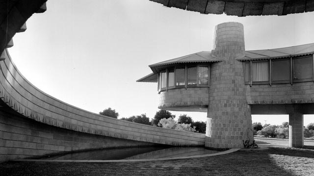 Pedro E. Guerrero's Photographs Help Architect See a Problem