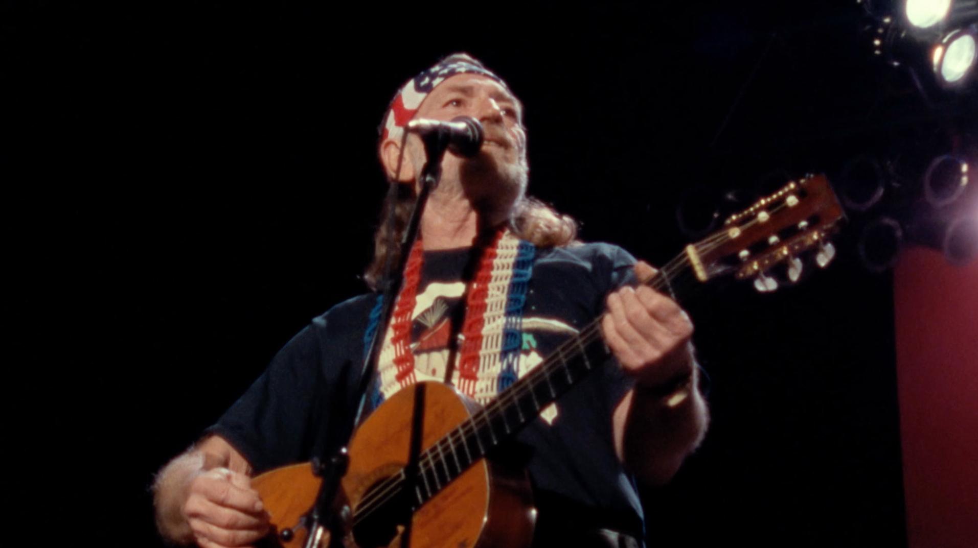 Willie Nelson Sings 'Always On My Mind' at Nassau Coliseum