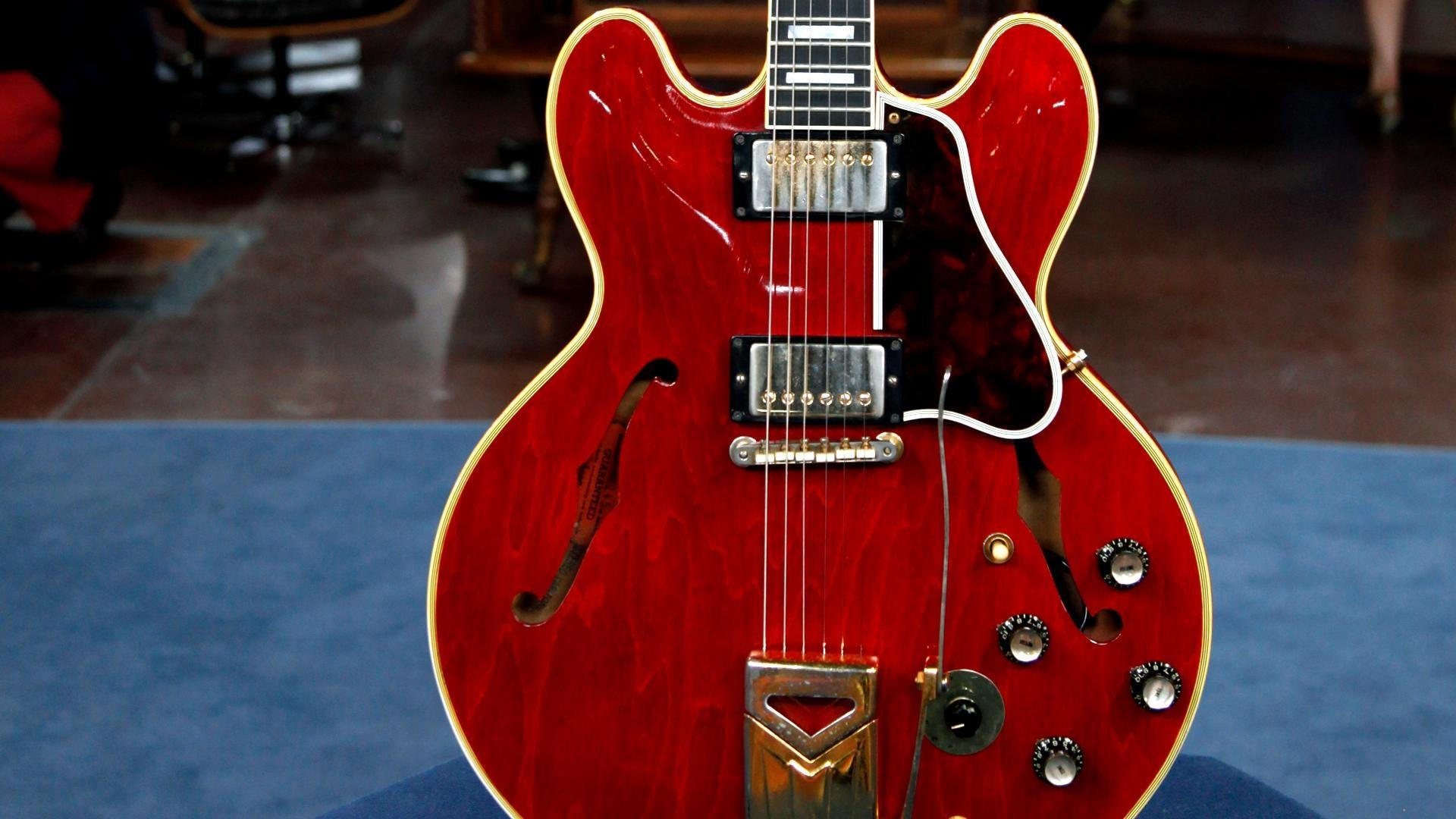 antiques roadshow appraisal 1963 gibson es 355 stereo electric guitar twin cities pbs. Black Bedroom Furniture Sets. Home Design Ideas