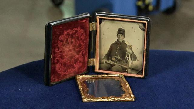 Appraisal: Tintype of Civil War Soldier with Hall Carbine