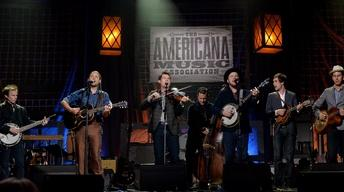 "Old Crow Medicine Show performs ""Wagon Wheel"" at the 2013 Am"