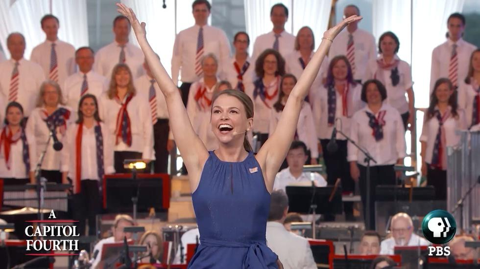 S2016: Sutton Foster Performs a Patriotic Medley image