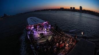 S44 Ep10: Circle Line | Alicia Keys - Landmarks Live