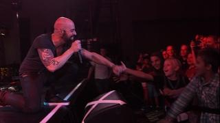 Daughtry Performs
