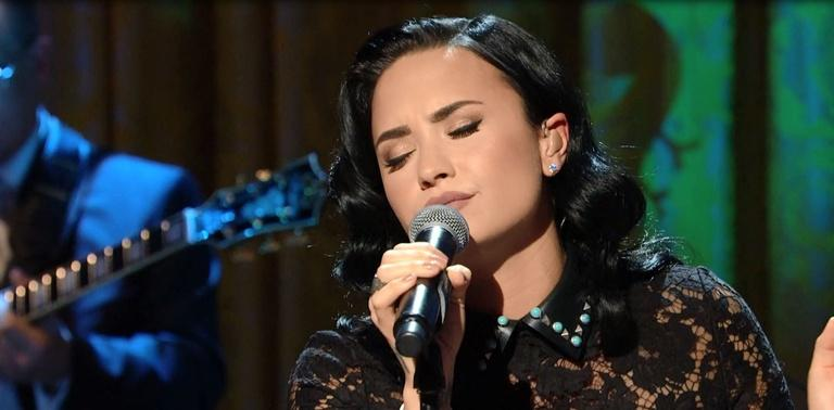 """S2016 Ep2: Demi Lovato Sings """"You Don't Know Me"""""""