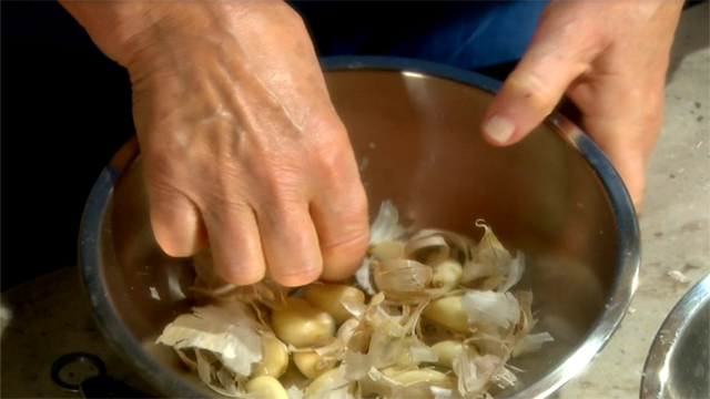 ... Peel Garlic   Watch Martha Stewart's Cooking School Online   PBS Video: video.pbs.org/video/2364990828