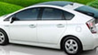 Honda Insight vs. Toyota Prius image
