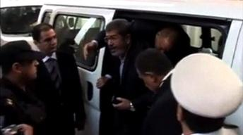 Ousted Egyptian president Morsi takes defiant tone in court