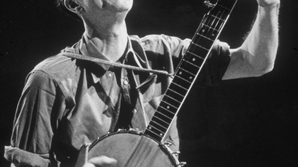 Remembering Pete Seeger, 94, who made music to unite people image