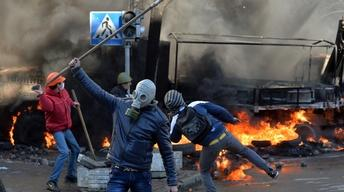 Ukraine unrest explodes into violence and fire
