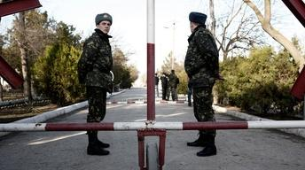 Crimean lawmakers call for vote on splitting from Ukraine