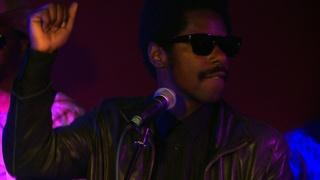 Curtis Harding sings 'Keep on Shining'