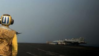 U.S. considers Syria airstrikes, Iraq humanitarian aid