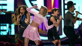 Taylor Swift shakes up a slowing music industry