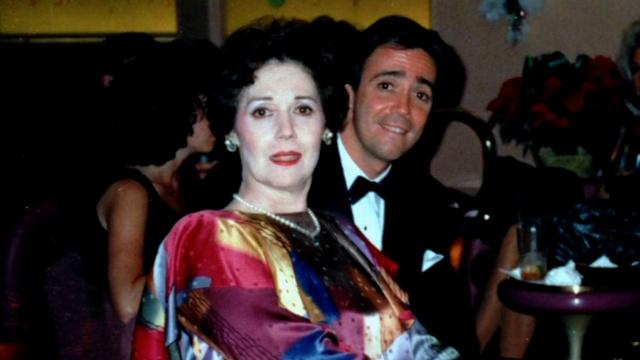 Scott Simon on sharing his mother's death with Twitter
