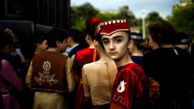 Photographer connects Armenians displaced around the world