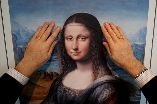 Art exhibit lets blind visitors touch masterpieces in Madrid