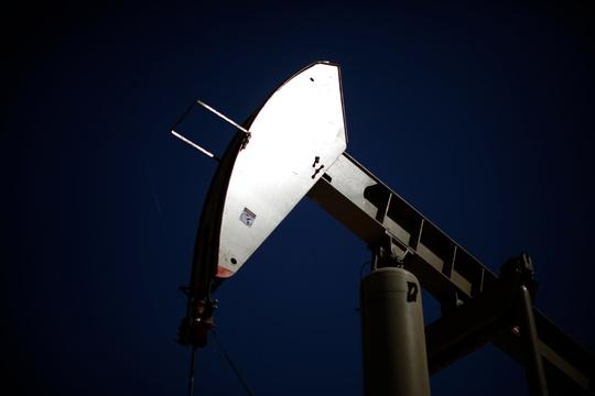 U.S. energy firms slash jobs as crude oil prices drop