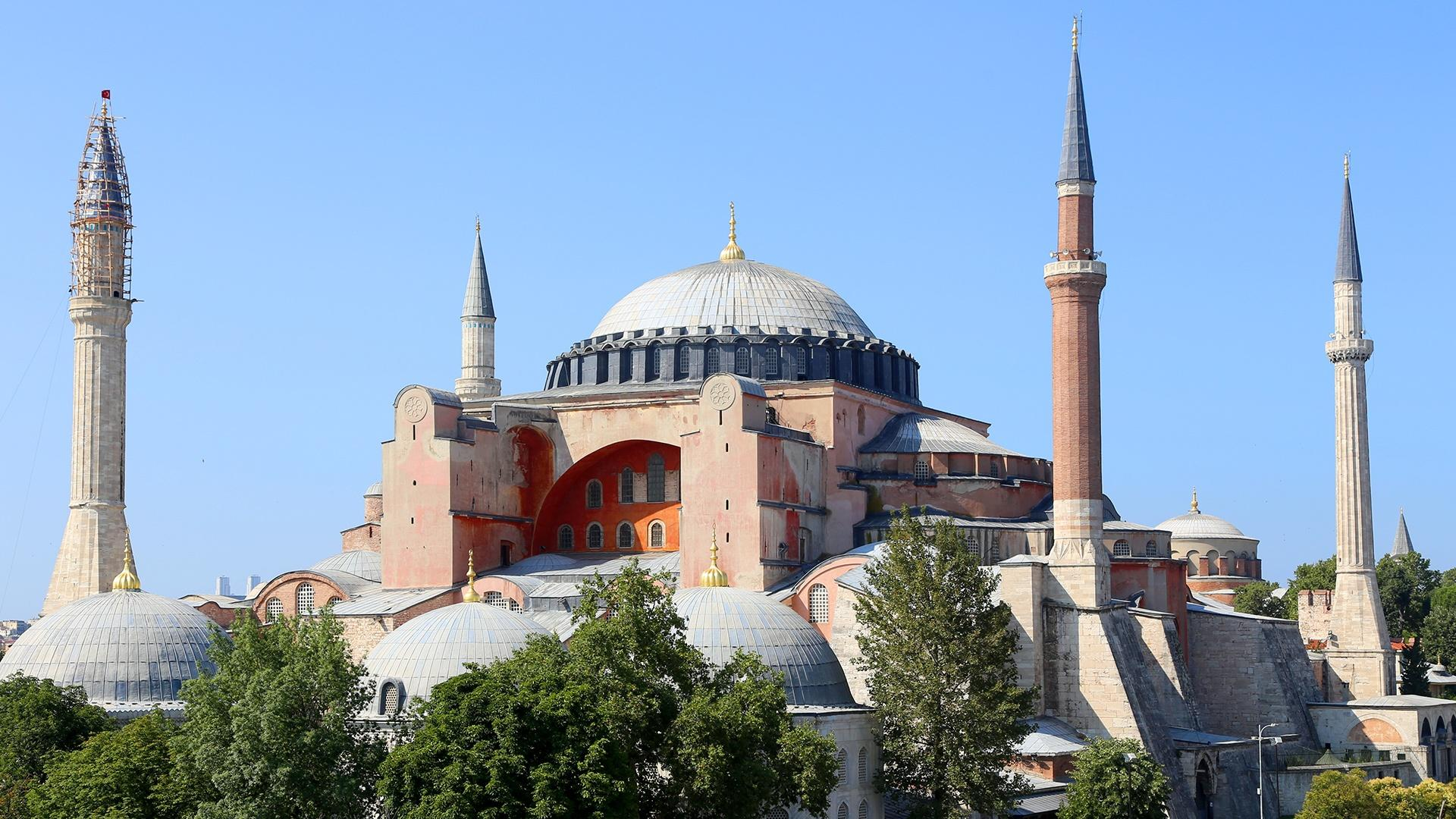 hagia sophia More and more signs are pointing to istanbul's famous hagia sophia, currently a museum, slowly returning to a past role as a mosque during ramadan, the.