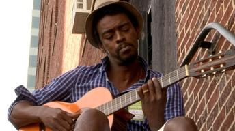 "Seu Jorge Sings an Impromtu Version of  ""Oluan"""