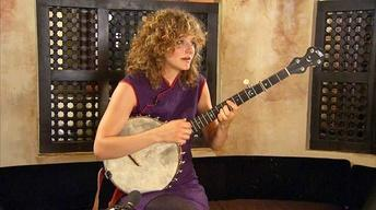 "Abigail Washburn Performs ""Piao"""