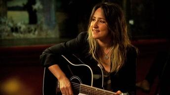 KT Tunstall Performs