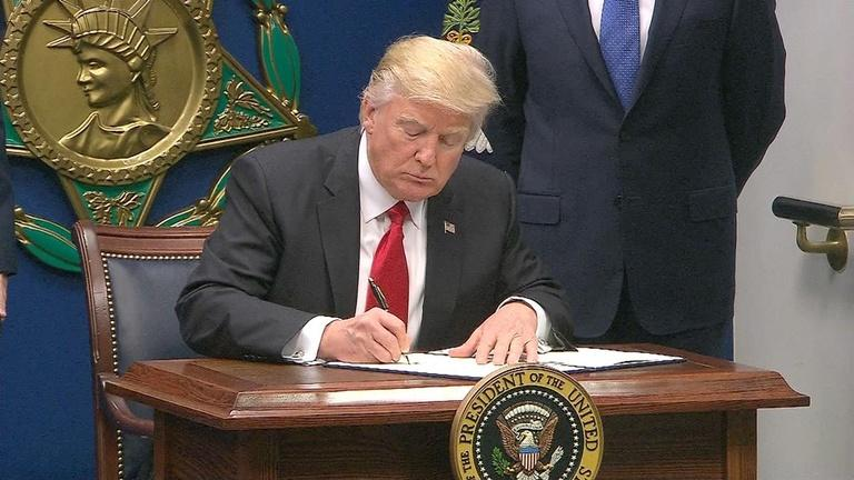 Two federal courts block new travel ban